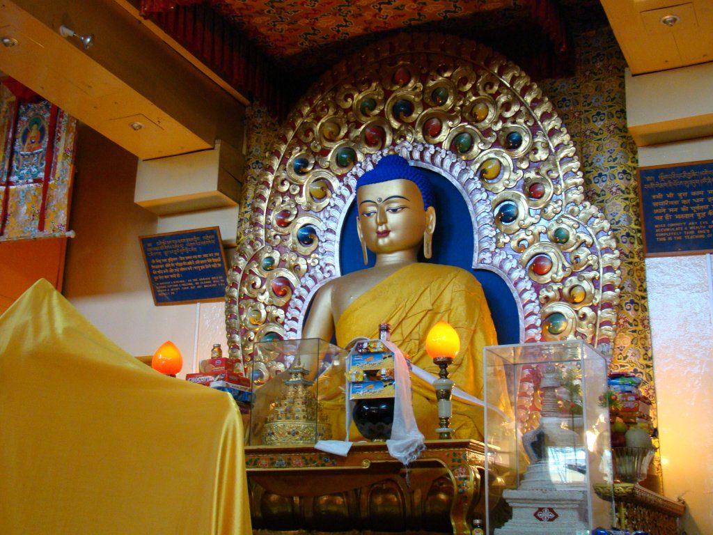 dalai-lama-temple-dharamshala-tour